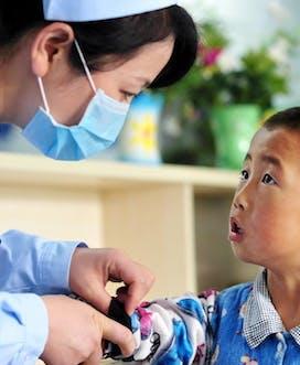 6071 China Lanzhou 2012 C Jin Ou Liu Ke Li 6Yrs M Strab With Nurse 1