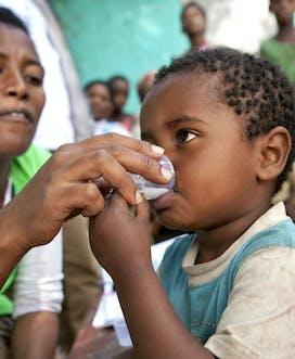 Ethiopia 2013 Bugbee child Zithromax.jpg
