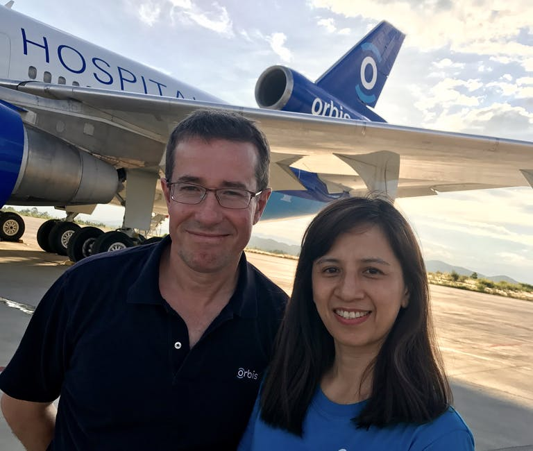 Anaesthetic volunteer Dr Luu with her mentor, Dr Andrew Choyce