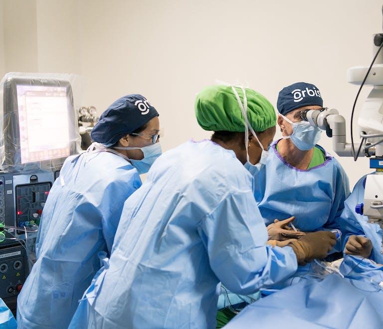 Dr. Eduardo Kestelman mentoring staff on the Flying Eye Hospital using the BIOM® system