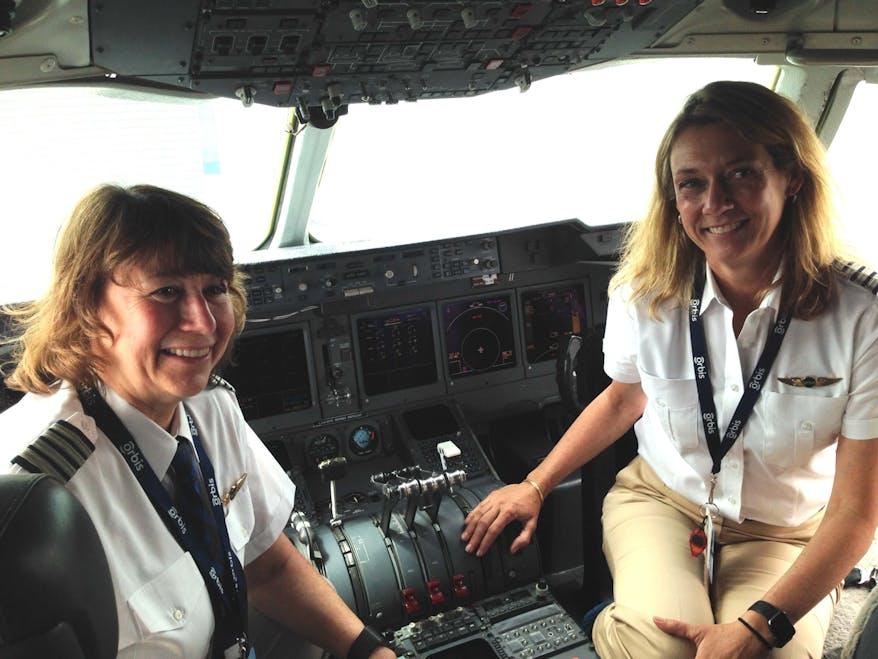 Volunteer pilots Cyndhi and Cheryl in the Orbis Flying Eye Hospital flight deck
