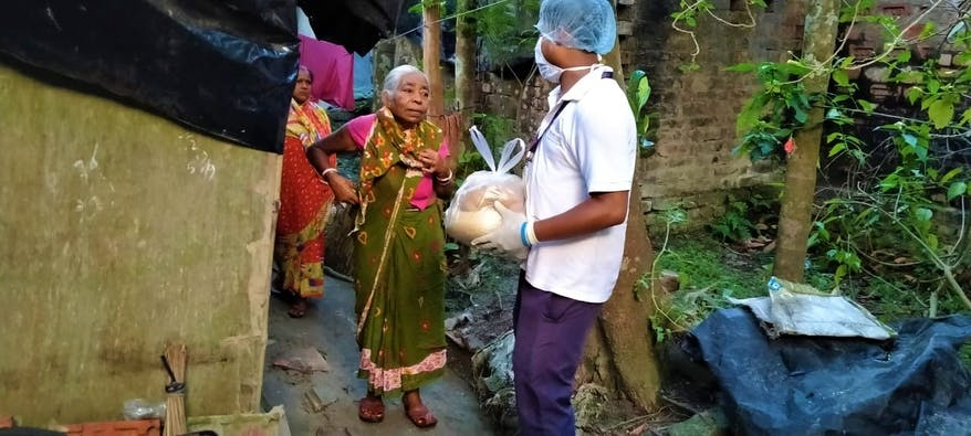 REACH Team distribute food parcels in India