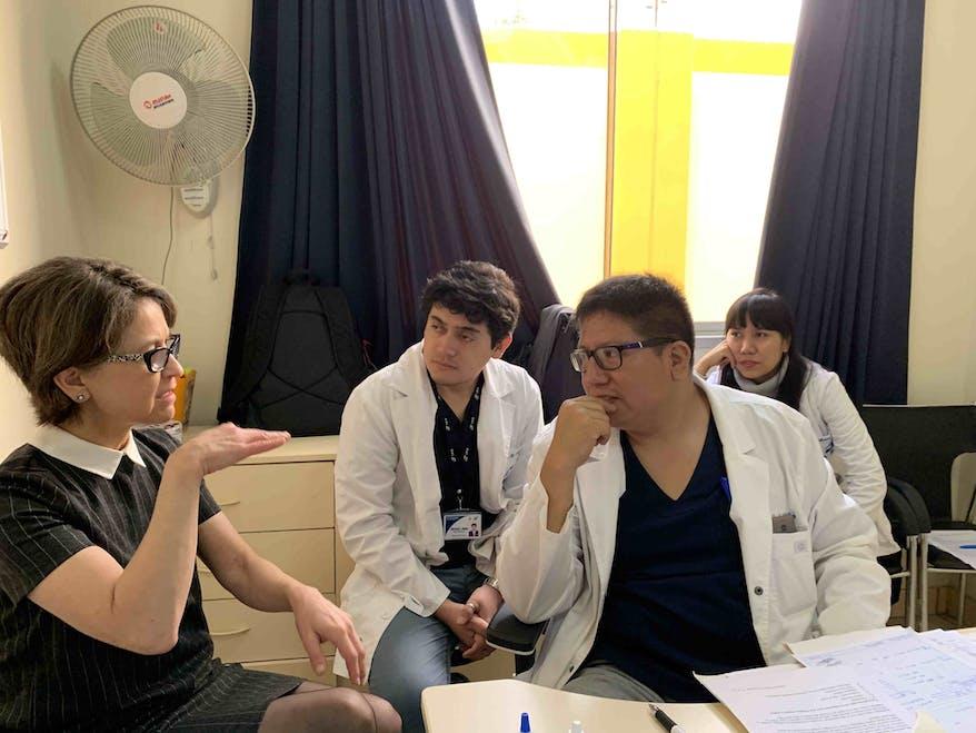 Dr. Wayman and Dr. De La Cruz discuss a cataract removal case