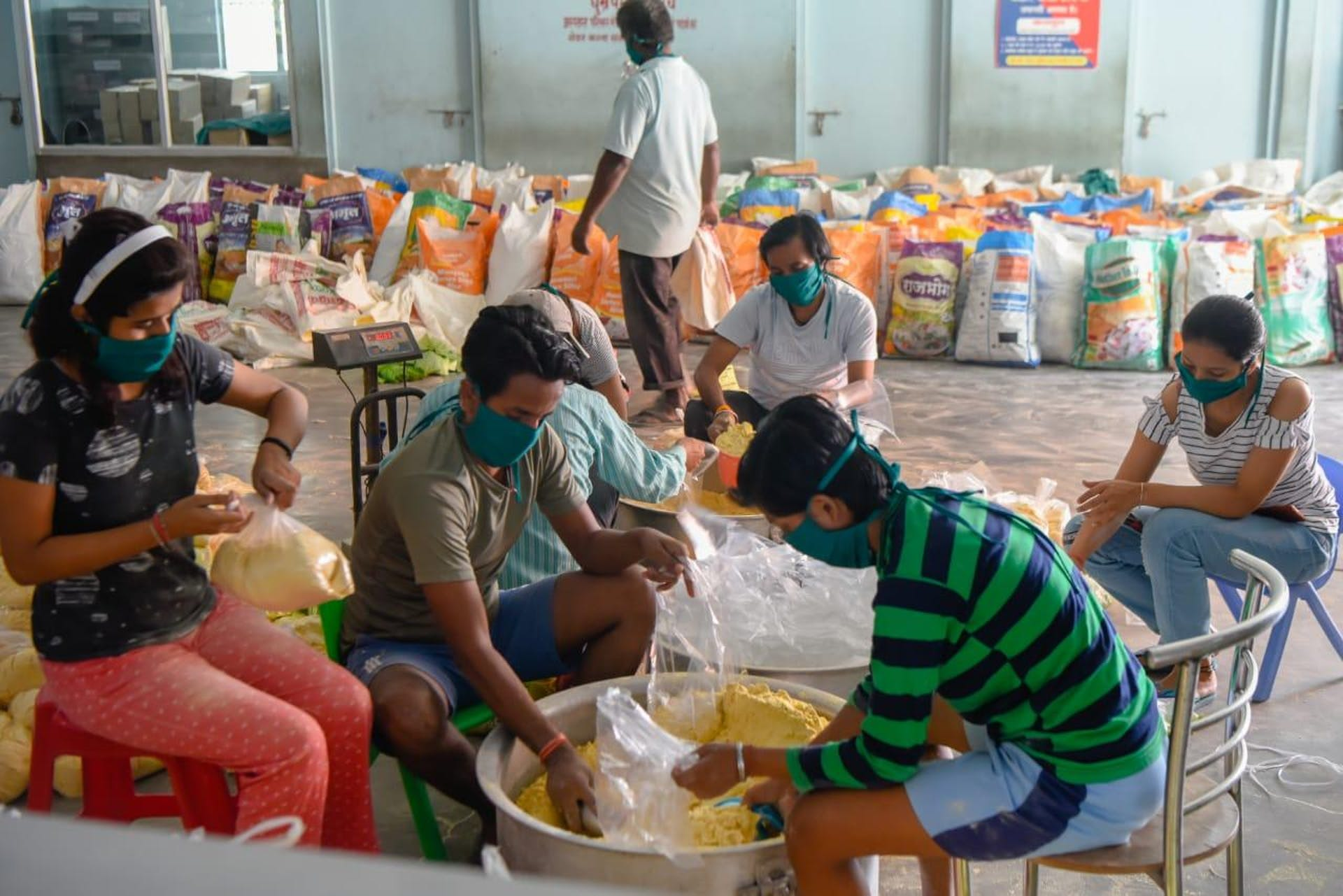 Delivering essential food packages where there is the most need in Bihar, India