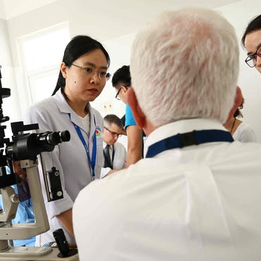Dr. Lee Alward, volunteer faculty glaucoma specialist from Iowa, US, training physicians in Hue, Vietnam in 2019