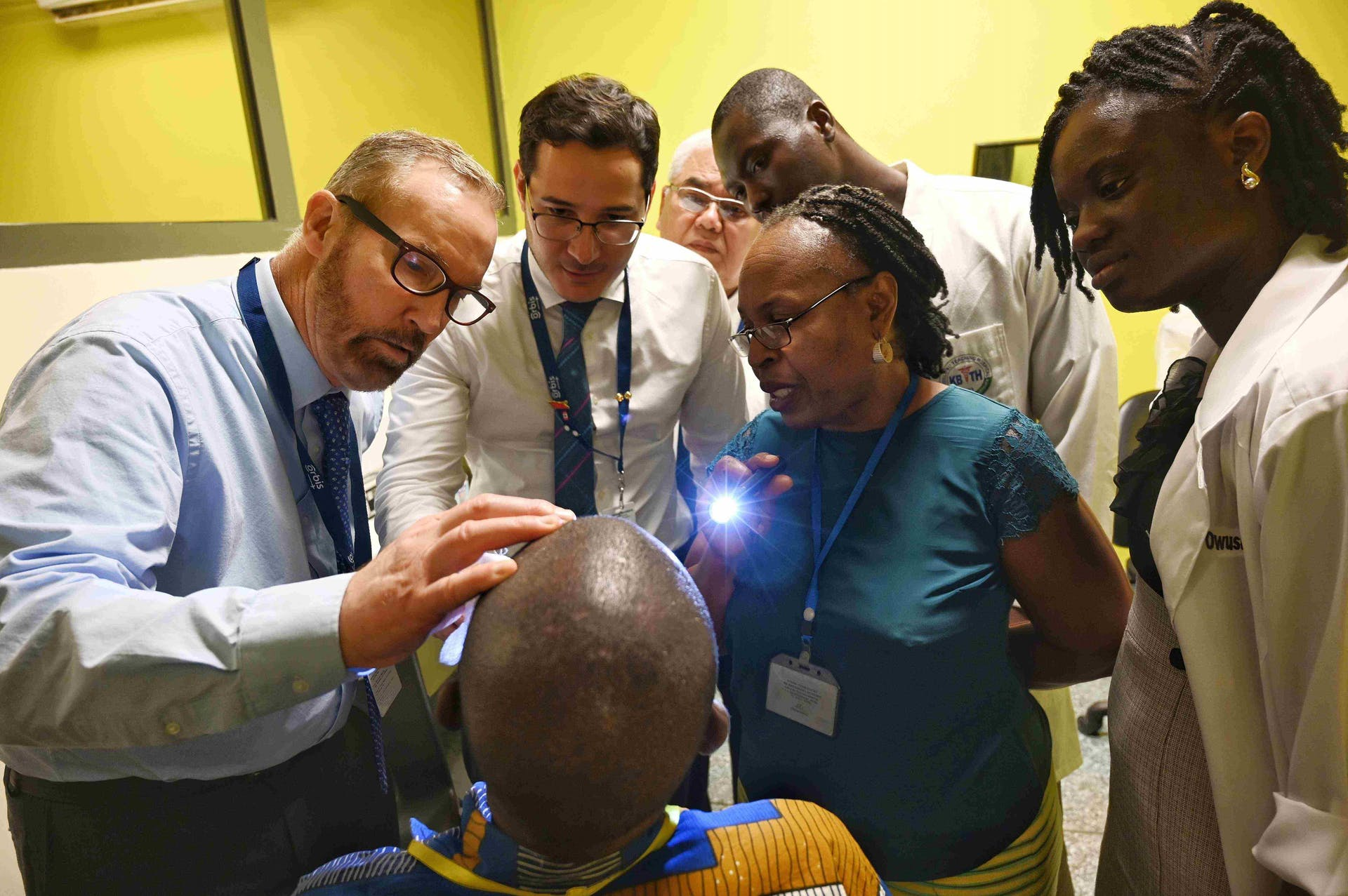 Screening a patient and training local eye dcotors during an Orbis project in Accra, Ghana