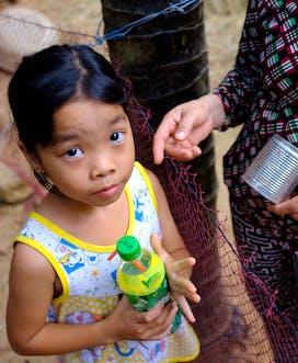 Vietnam 2018 C Louis Leeson Binh Dinh Phoung F 8Yrs Strabismus At Home Portrait02