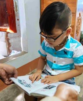 Vietnam 2018 C Louis Leeson Binh Dinh Tam M 5Yrs Cataract At Home Reading01