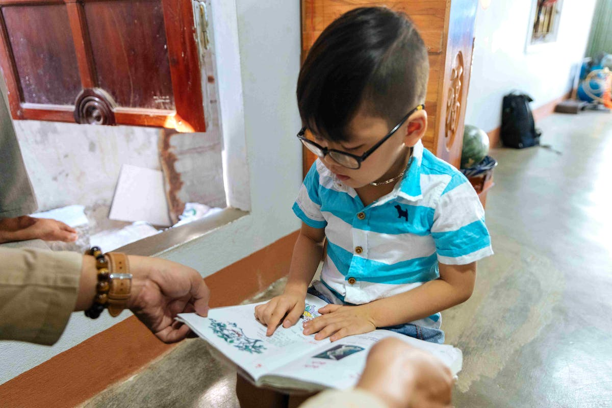 Cataract patient Tam, 5 years, can read and write after bilateral cataract surgery