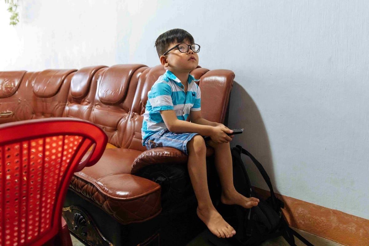 Cataract patient Tam, 5 years, can watch television programs with ease after bilateral cataract surgery